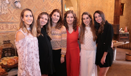 Lucía Martín Alba, Chilis, Mónica Hernández, Sofía Torres, Mónica Torres y Mariana Alcalá.