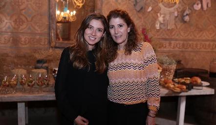 Chilis Treviño y su suegra Mónica Hernández de Torres.