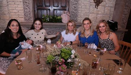 Tatina Puente, Verónica Romero, Monse, Mónica y María Torres.