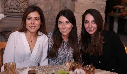 Ximena Treviño, Elizabeth Treviño y Mariana  Alcalá.