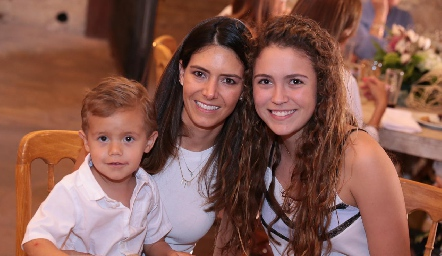 Roberto, Gaby Labastida y María Emilia Torre.