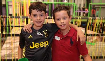 Gabriel y Santiago.