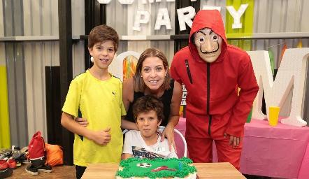Lucas, Cecilia Limón y Mateo Espinosa.