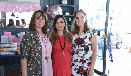 Laura Rodríguez, Montse Muñiz y Claudia Neumann.