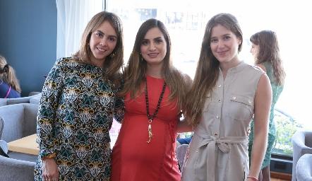 Natalia Muñoz, Montse Muñiz y Araceli Palau.