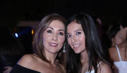 Silvia Tapia y Sofía Monzón.