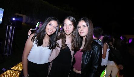Sofía, Pau y Clau.