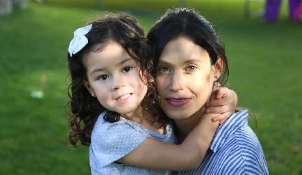 Ana Pau y Mariana Rodríguez.