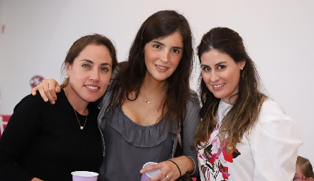 Nardine Chevaile, Laura Martínez y Andrea Fernández.