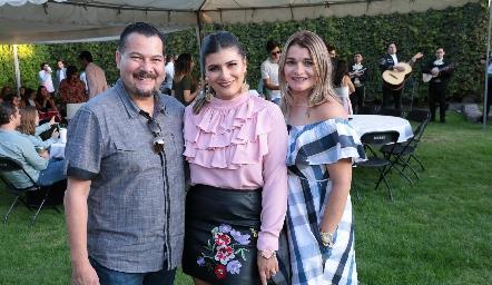 Carlos Díaz Ana Sofía y Claudia Zermeño.