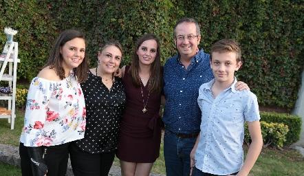 Marcela, Maru Azcargota, Marisa, Alejandro y Alejandro Michel Azcargota.
