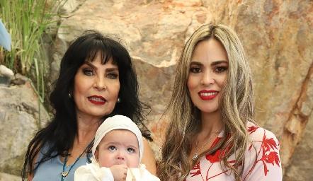 Elizabeth Rodríguez, Elizabeth Berrones y Diego.