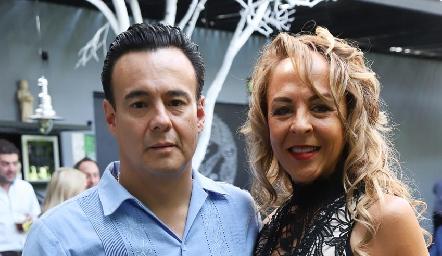 Álvaro Arroyo y Alma Durón.