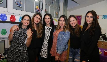 Jessica con sus amigas.