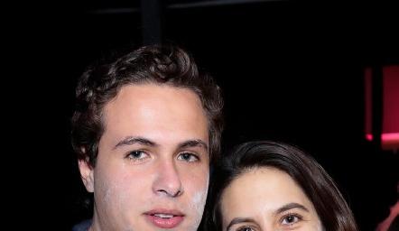 César Flores y Verónica Gómez.