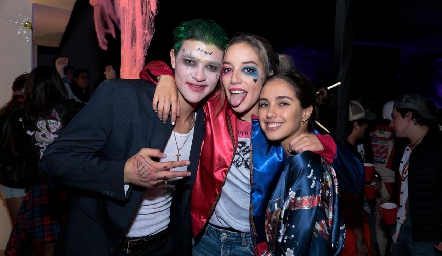The Jocker y Harley Quinn. Y Vaeria Navarro