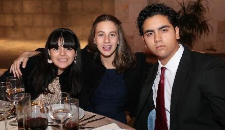 Isabella Malo, Lorena Vega y Oscar Mendoza.