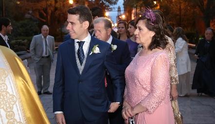 Mario Orgaz con su mamá.