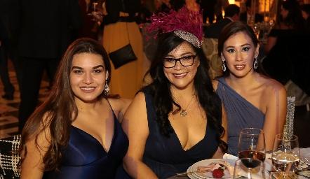 Yana Samarini, Daniela Morales y Daniela Usucua.