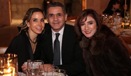 Sofía Cázares, Mauricio Abud y Martha Abud.