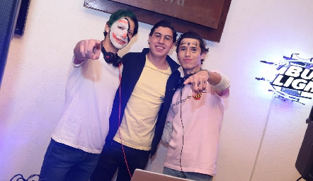 Los Djs PatoLoredo, Fer Marín y Josué Alba.