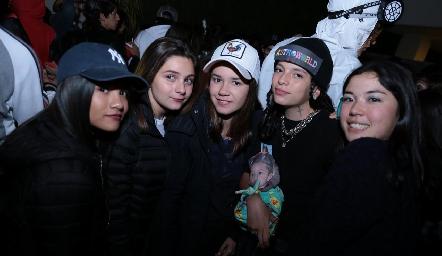 Regina, Daniela, Alejandra, Mariana y Asae.