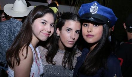 Ale Carvajal, Camila Fajardo y Aranza Pumar.