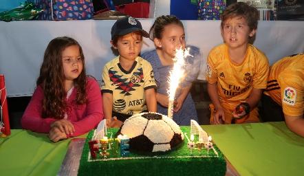 Victoria, Pato, Paula y Diego.