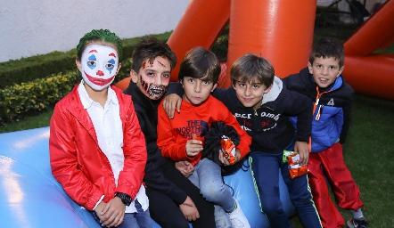 Diego con sus amigos.