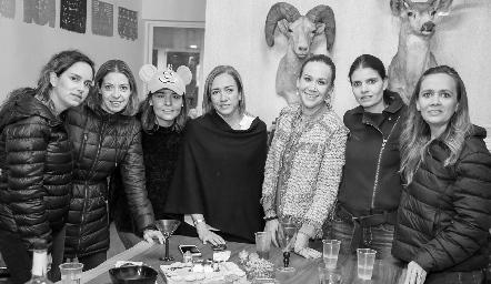 Paty Estrada, Cecilia Limón, Lorena Torres, Karina Ramos, Maricarmen Ayala, Liz Alcalde y María José Ejarque.