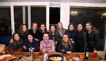 Lorena Torres con sus amigas.
