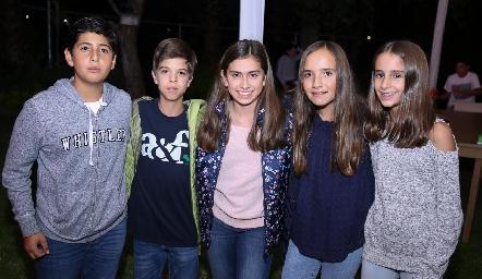 Marcelo Silva con sus amigos.