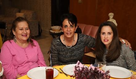 Lety Franco, María Eugenia Aranda y Andrea Boelsterly.