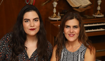 Marcela Mendoza y Adriana Schekaibán.