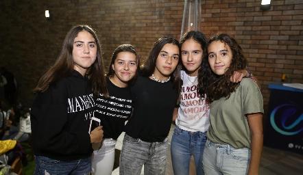 María, Victoria, María, Vale y Sofía.