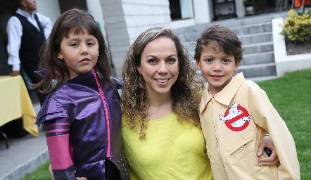 Mariana, Marcela Guevara y Diego.