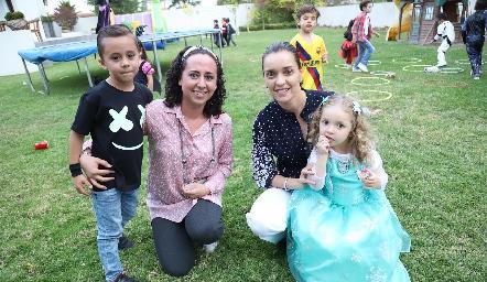 Javier, Liliana Zuviri, Vanessa Juárez y María.