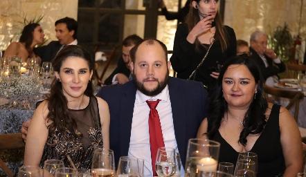 Marijó Robledo, Christian Suárez y Estefanía Acevedo.