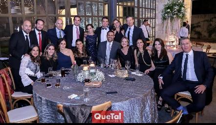 Los papás de la novia, junto a sus grandes amigos.
