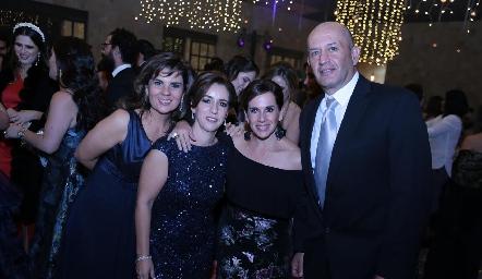 Montse Abella, Ale Ávila, Martha del Río y Miguel Abud.