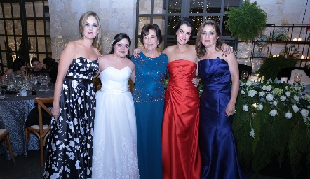Lourdes Gutiérrez, Andrea Gutiérrez, Conchita Nieto, Tere Torre y Conchita Gutiérrez.