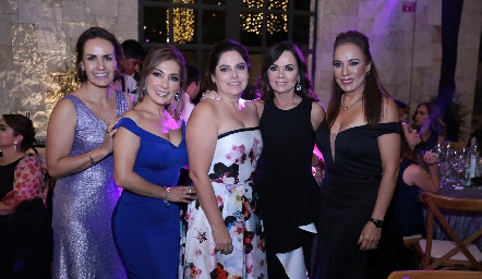 Yogus Gómez, Silvia Tapia, Alba Altamirano, Elsa Tamez y Lorena Herrera.