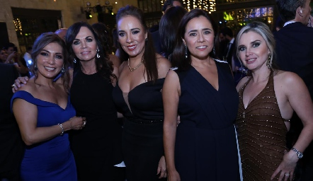 Silvia Tapa, Elsa Tamez, Lorena Herrera, Laura Acosta y Karla Saucedo.