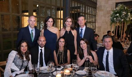 Juan Carlos Nieto, Claudia Artolózaga, Rocío Nieto, Toño Mendizábal, Valeria Ibarra, Patricio Nieto, Anel Ávila, Mariana Ávila y Pepe Navarro.