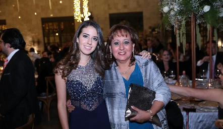 Alejandra O´Farril y Esther López .