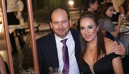 Carlos Sánchez y Lorena Herrera.