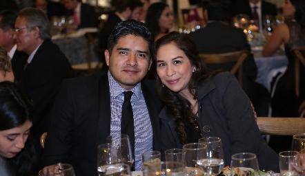Alan Beltrán y Dinora Hunter.