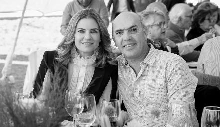 Francine Coulón y Caly Hinojosa.