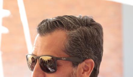 Carlos de los Santos.