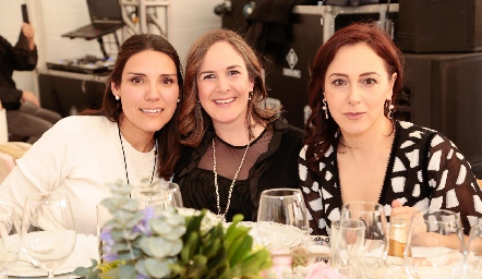 Isabel Elizondo, Ariadni Stavros y Sandra Aldrete.